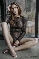 Body harnais dentelle et velours - Body lingerie haut de gamme en fine dentelle, incrusté d'un harnais de rubans velours.