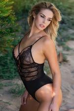 Body string noir dentelle - Body string sensuel au bustier de dentelle transparente et décolleté sexy lacé.