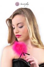 Plumeau 18 cm fuchsia - Secret Play - Petit plumeau coquin pour affoler ses sens avec de douces caresses par Secret Play.