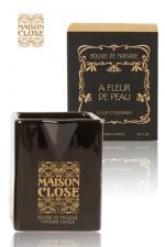 Bougie de massage Maison Close - Bougie de massage parfumée Maison Close avec pot en céramique et bec verseur.